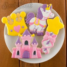 Princess themed cookies by Semi Sweet Designs | Step-by-step tutorial on how to recreate the castle cookie!