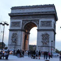 Arco do Triunfo Paris França. #paris #frança #france #europe #europa #tourist #tourism #vacation #ferias #viagem #trip #travel #photooftheday #fotododia #youtube #youtubechannel #patriciaviaja #city #arcodotriunfo #arcoftriumph #arcdetriomphe