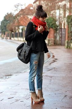 > Et pourquoi pas Coline #winter #redscarf #highheels #boyfriend