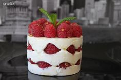 Bavarois de yogurt griego con frambuesas y miel Read more at http://www.bavette.es/postres-fruta/88-bavarois-de-yogurt-griego-con-frambuesas-y-miel/#fPBtYwkqhWOJxEmL.99