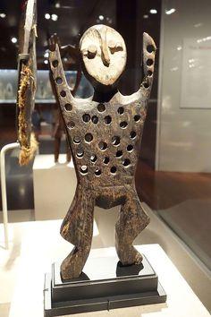 Figure (katanda), Democratic Republic of Congo, Kivu region, Lega people, wood, metal, kaolin - De Young Museum - DSC01098.JPG