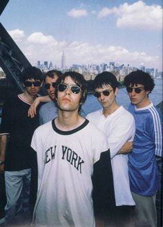 Find images and videos about band, british and oasis on We Heart It - the app to get lost in what you love. Liam Oasis, Liam And Noel, Oasis Band, Liam Gallagher Oasis, Band Photography, Music Aesthetic, Britpop, Band Posters, Indie Music