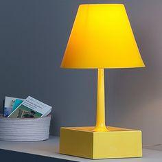 UM TOQUE ILUMINADO| precisando comprar uma luminária para a sala? Além de trazer o clima da copa, as amarelas são ótimas pelo toque alegre e moderno! #luminaria #decoracao #CopadoMundo #decoração #Tecnisadecora #Tecnisa