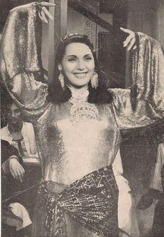 Danza Tribal, Egyptian Beauty, Divas, Belly Dance Costumes, Belly Dancers, Tahiti, Dance Dresses, Golden Age, Cool Girl