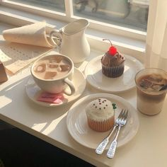 - December 26 2018 at - Foods and Inspiration - Yummy Sweet Meals - Comfort Foods Recipe Ideas - And Kitchen Motivation - Delicious Cakes - Food Addiction Pictures - Decadent Lifestyle Choices Korean Cafe, Korean Food, Comida Picnic, Good Food, Yummy Food, Cute Desserts, Cafe Food, Mocca, Aesthetic Food