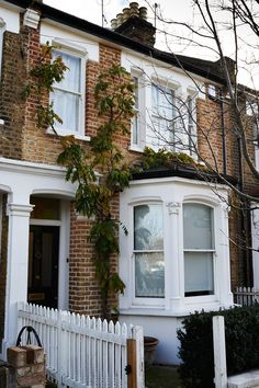 Terraced House Exterior Renovation - Before & After Design Ideas Victorian Windows, Victorian Terrace House, Edwardian House, Victorian Homes, Victorian House London, Interior Exterior, Exterior Paint, Exterior Renovation Before And After, Terrace House Exterior