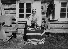 Mother and child from Jämaja parish. Traditional dress for children of both sex was a white linen shirt. Photo by J. Folk Costume, Costumes, Baltic Region, White Linen Shirt, Vintage Photos Women, Traditional Dresses, Folk Art, Scandinavian, History