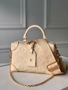 Luxury Purses, Luxury Bags, Luxury Handbags, Cute Handbags, Purses And Handbags, Vuitton Bag, Louis Vuitton Handbags, Fashion Handbags, Fashion Bags