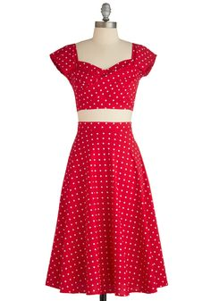 This is far beyond my skill level, but I would love to be able to make this type of dress.  It is so retro, flirty, flattering, and fun!