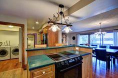 Cottage Vacation Rental - Mallard Beach - Spacious open kitchen.