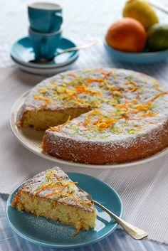 Портокалово-лимонов сладкиш с бадеми и зехтин