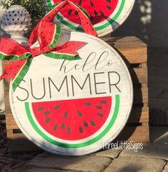 Hello Summer Front Door Hanger Watermelon by ThreeLittleSigns on Etsy summer Hello Summer Front Door Hanger Watermelon Front Door Signs, Front Door Decor, Wooden Crafts, Diy Crafts, Craft Font, Watermelon Decor, Summer Signs, Door Paint Colors, Wooden Door Hangers