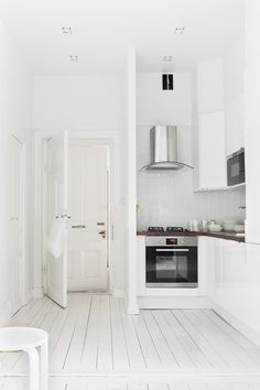 White kitchen / Fantastic Frank.