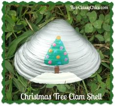 Christmas Tree Painted Seashell Craft Projects For Kids, Arts And Crafts Projects, Craft Ideas, Seashell Crafts, Beach Crafts, Yellow Painting, Love Painting, Yellow Crafts, Snowflakes Falling