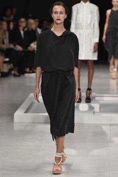 Chalayan Spring 2016 Ready-to-Wear Fashion Show