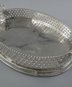 Tablett oval vernickelt Gravur Plates, Tableware, Products, Licence Plates, Plate, Dinnerware, Dishes, Dish, Place Settings