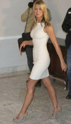 Celebs who can't stand Jennifer Aniston - Celebrities Female Jennifer Aniston Legs, Jennifer Aniston Pictures, Beautiful Celebrities, Beautiful Actresses, Gorgeous Women, Look Fashion, Fashion Beauty, Fashion Art, Casual Styles