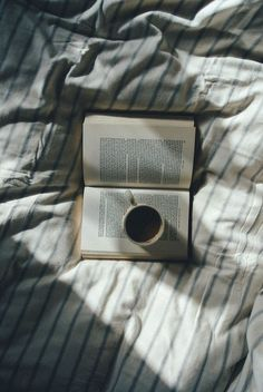 Tea and books Coffee Photography, Vintage Photography, Morning Photography, Photography Books, Nature Photography, Book Aesthetic, Aesthetic Memes, Coffee And Books, Photo Instagram