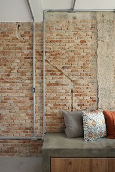 Ways To Get The Most Out Of Your Home Urban Industrial Decor The amount of home improvement resources available can be a bit overwhelming. Urban Industrial, Industrial Interiors, Industrial Living, Industrial Style, Loft Interior, Interior Design, Barn Renovation, Urban Loft, Brick And Stone