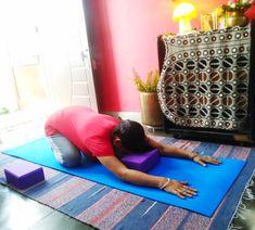 How To Use Yoga Blocks For Back Pain, Anxiety And Improved Posture - yogarsutra Kundalini Yoga, Ashtanga Yoga, Vinyasa Yoga, Yoga For Flat Tummy, Yoga Youtube, Yoga For Back Pain, International Yoga Day, Yoga Props, Yoga Block