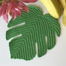 A) 25 Beginner Knitting Projects Knitting can be intimidating if you've never done it before, but th Appliques Au Crochet, Crochet Leaf Patterns, Crochet Mandala, Freeform Crochet, Tapestry Crochet, Crochet Motif, Irish Crochet, Crochet Designs, Crochet Doilies