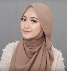 4 Style Tutorial Hijab Pashmina Simple | Lara Hijab Pashmina Hijab Tutorial, Hijab Style Tutorial, Hijab Bride, Pakistani Wedding Dresses, Muslim Brides, Muslim Girls, Hijab Fashion, Fashion Outfits, Turban Hijab
