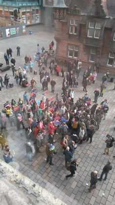 @HuffPostUK Here's a photo of the 'chaos' in reality. Almost all press and Labour people. No violence. Complete spin.
