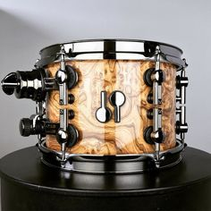 beautiful grainy Chocolate Burl veneer - high gloss w/ black chrome hardware #drumporn #sq2 #drums #sonor #sonordrums #madeingermany #handmade #custom #weinventeddrumporn #since1875 by sonordrumco