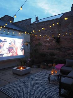 Supporting Attractions For the Outdoor Cinema Support. - Supporting Attractions For the Outdoor Cinema Supporting Attractions For - Small Courtyard Gardens, Small Courtyards, Outdoor Gardens, Courtyard Ideas, Small Terrace, Small Gardens, Outdoor Rooms, Outdoor Living, Garden Nook