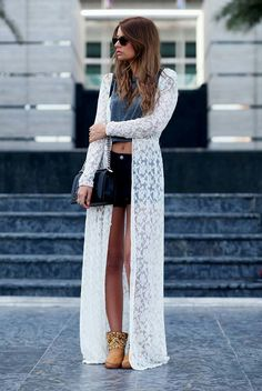 Shorts black, sueter white Nice relax outfit