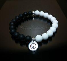 He encontrado este interesante anuncio de Etsy en https://www.etsy.com/es/listing/451366852/yin-yang-bracelet-black-onyx-white-jade