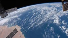 Este es nuestro planeta  Este excelente vídeo ha sido realizado por Tomislav Safundžić utilizando para su montaje imágenes de la NASA.  Un viaje de dos minutos alrededor de nuestro pequeño planeta azul.