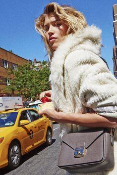 Tendance cheveux wavy wild: Hana Jirickova dans Vogue Paris © Matthew Kristall