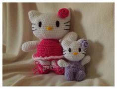 Kittys en distintos tamaños...ideales para regalar a las nenas de la casa https://www.facebook.com/miprimeramigurumi?ref=br_rs