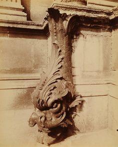 'Gargouille, cour du Louvre' 1902 - photo Eugene ATGET