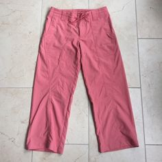 Patagonia cropped nylon pants size 4 EUC Patagonia cropped nylon pants size 4. 2 front pockets, 2 rear pockets and drawstring waist make these the perfect outdoor pants.  Inseam - 25 inches. Patagonia Pants Ankle & Cropped