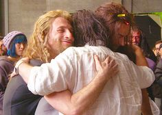 Dean O'Gorman and Aidan Turner hugging Peter Jackson (and look at Richard in the…