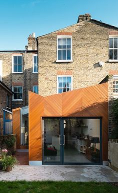 From modern extension ideas and glass boxes to oak frames and brick built additions, find inspiration with our pick of the best contemporary extension designs Victorian House London, Modern Victorian Homes, Victorian Buildings, Architecture Design, Amazing Architecture, Extension Veranda, Extension Designs, Extension Ideas, Rear Extension