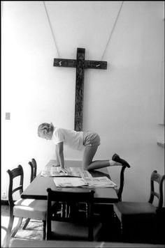eve arnold - philippa de menil, reading; houston, texas 1958