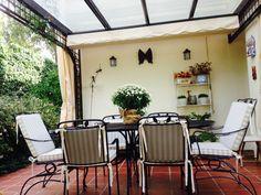 Pérgola en jardín, casa en Madrid.