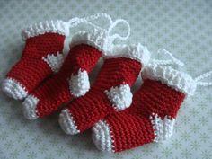 Amigurumi van de maand: sokjes ornaments voor de kerstboom | Maak iets moois