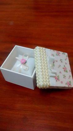 Caixinha em MDF com sachê ... Tecido e pérolas ... Diy And Crafts, Arts And Crafts, Japanese Gifts, Ring Pillow Wedding, Pretty Box, Bridal Shower Gifts, Balloon Decorations, Trinket Boxes, Bridal Accessories