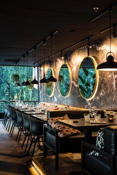 restaurant interieur Modern Restaurant // New York Decor Inspirations Modern Restaurant, Deco Restaurant, Restaurant Seating, Restaurant Lighting, Restaurant Ideas, Cafe Seating, Bar Interior, Restaurant Interior Design, Interior Decorating