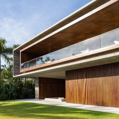 Jungle House by Studio Canal House do arquiteto Márcio Kogan. Minimalist Architecture, Contemporary Architecture, Architecture Design, Contemporary Houses, Sustainable Architecture, Residential Architecture, Amazing Architecture, Contemporary Design, Miami Beach House