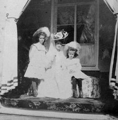 Empress Alexandra Feodorovna of Russia with her two youngest daughters,Grand Duchesses Maria and Anastasia Nikolaevna Romanova of Russia in Romanov Sisters, Anastasia Romanov, House Of Romanov, Alexandra Feodorovna, Tsar Nicholas Ii, The Empress, Imperial Russia, Kaiser, European History
