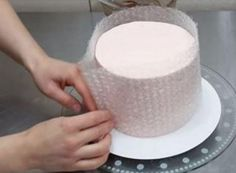 Mold Cake with Bubble Wrap and Melted Chocolate: DIY Cozy Home Food Tips Cake Decorating Tips, Cookie Decorating, Cake Cookies, Cupcake Cakes, Decors Pate A Sucre, Cake Hacks, Decoration Patisserie, Cute Diy Projects, Chocolate Decorations