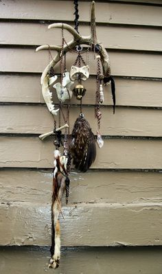Arts And Crafts Activities Antler Crafts, Antler Art, Larp, Culture Art, Bone Crafts, Rooster Feathers, Bone Jewelry, Animal Bones, Diy Wind Chimes