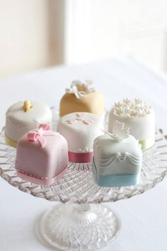 Mini cake... I already know where to get these, my aunt uses a really good bakery
