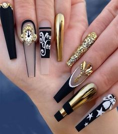 Manicure Looks for stylish and Superior Girls Glam Nails, Dope Nails, Bling Nails, Stiletto Nails, Fun Nails, Coffin Nails, Nails Design With Rhinestones, New Year's Nails, Luxury Nails