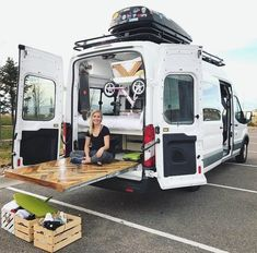 OMG slide out deck on camping van Kangoo Camper, Sprinter Camper, Van Conversion Interior, Camper Van Conversion Diy, Iveco Daily 4x4, Custom Camper Vans, Sprinter Van Conversion, Ford Transit Conversion, Kombi Home